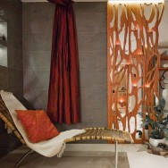 Frézované dekorativní panely z vrstvené dýhy.